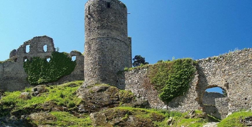 КрепостьХелфенбурк/ Helfenburk – сказочная крепость у Баворова