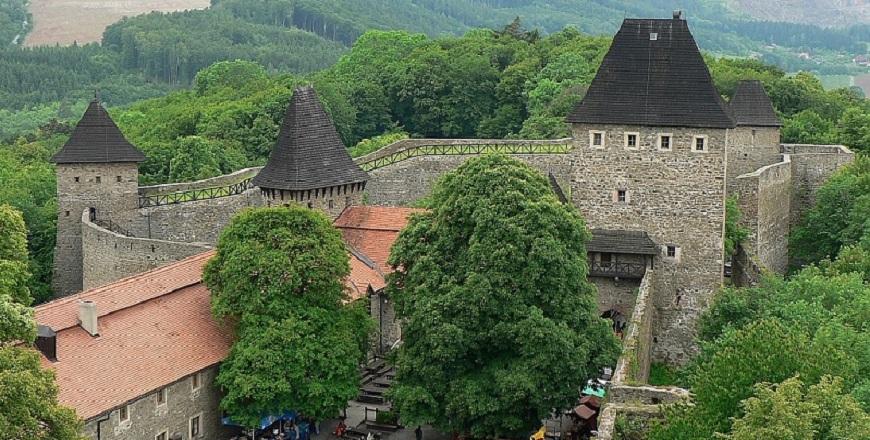КрепостьХелфштын/ Helfštýn – прекрасная крепость неподалеку от Липник – над - Бечвоу