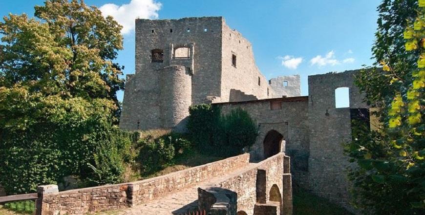 КрепостьГуквалды/ Hukvaldy – самая большая крепостная руина на Мораве