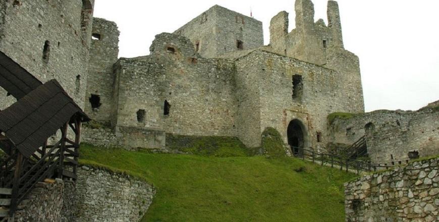КрепостьРаби/ Rabí – самые большие развалины крепости в Чехии
