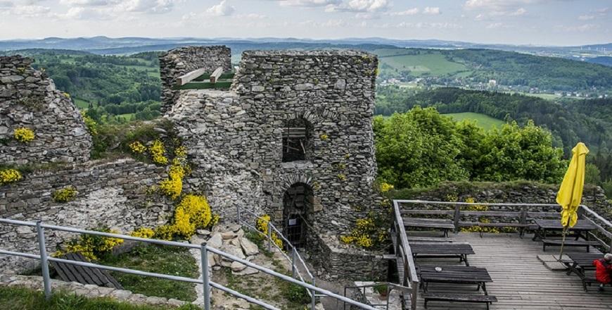 КрепостьТолштейн/ Tolštejn – лучше всего сохранившиеся руины Лужицких гор