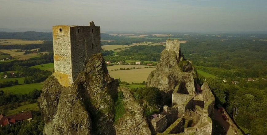 КрепостьТроски/ Trosky – символ Чешского Рая