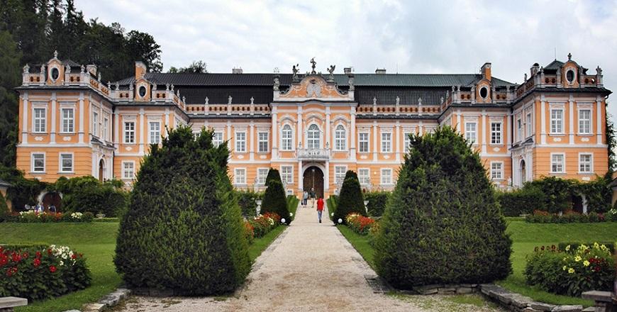 Замок Нове Грады (Nove Hrady).