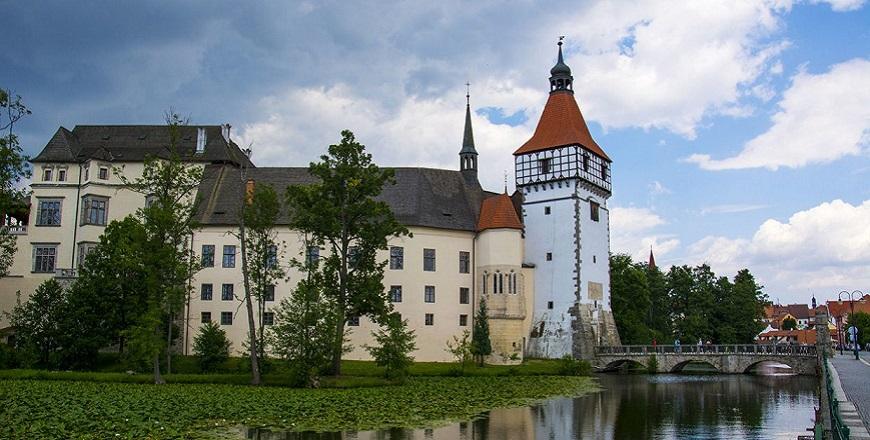 Замок Блатна (Blatna).